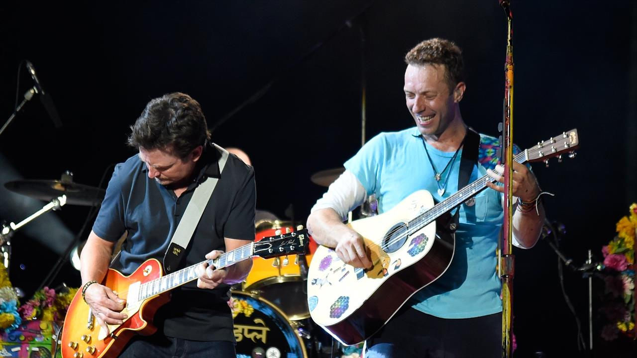 VIDEO: Michael J. Fox si unisce Coldplay per le prestazioni Johnny B. Goode